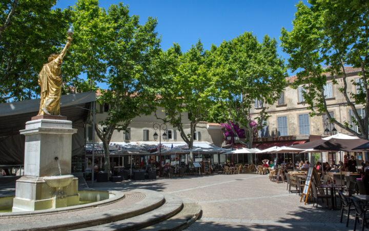 place_portalis_statue_de_la_liberte_villlage_de_provence