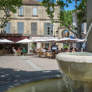 fontaine_statue_de_la_liberte_place_portalis_village_de_provence
