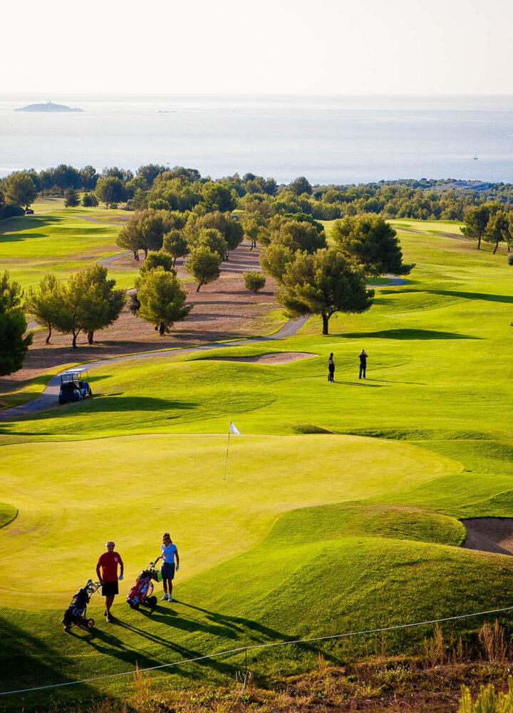 golf_de_fregate_parcours_golfeurs_caddie