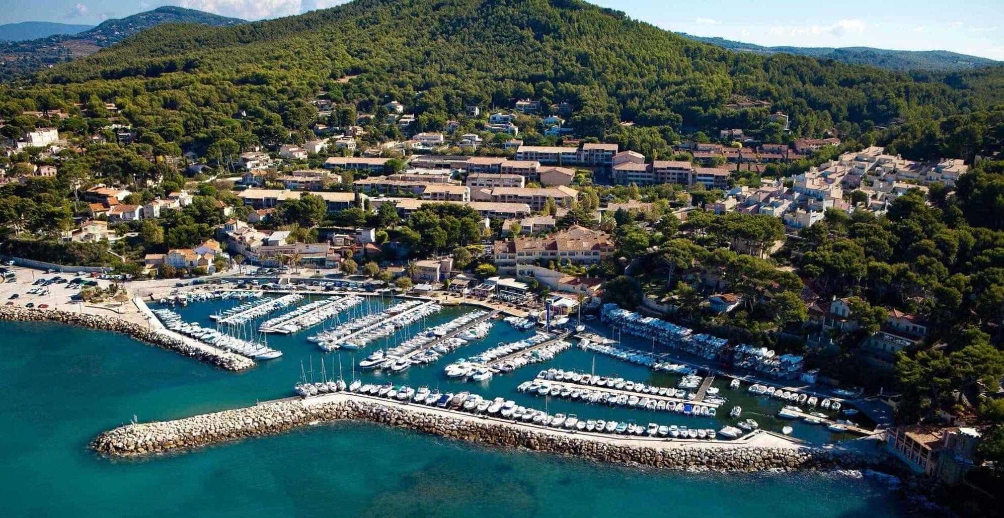 vue aérienne du port de la Madrague